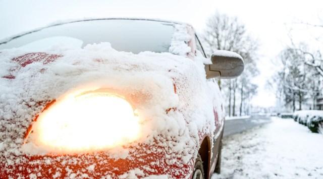 Kas tead nippi, kuidas saab auto klaasi jääst puhtaks ilma kraapimata?