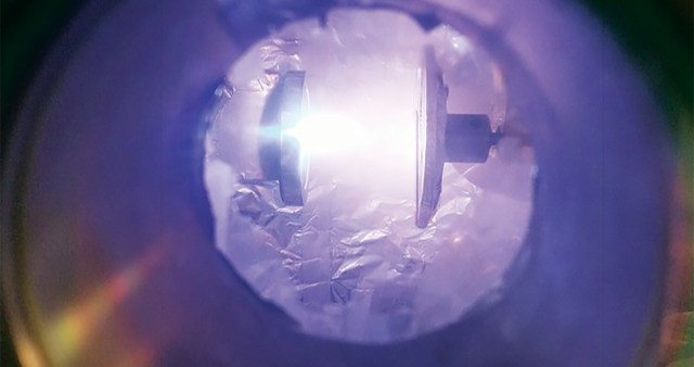 Soomlane leiutas klaasi, mis paindub nagu metall ja ei lähe katki