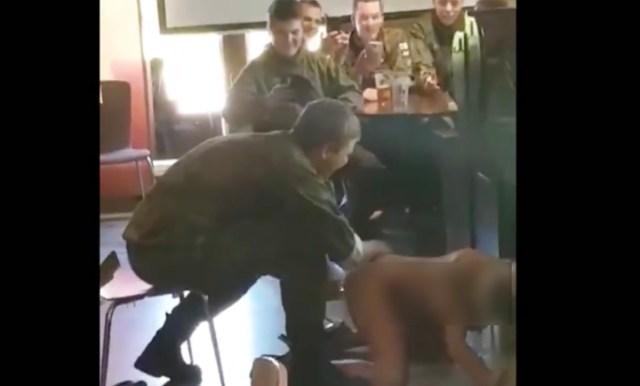 Skandaal Soomes: ajateenijad on teinud video koos dildoga strippava naisega (NB! Alaealistele ja nõrganärvilistele mittesoovitav!)