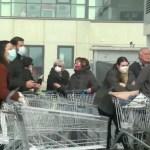 Itaalia meedia: inimesed ründavad paanikas poode, ostetakse kõike (lisatud video)
