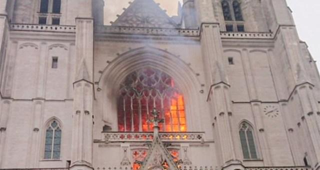Kuulsa Prantsuse kiriku süütas seal vabatahtlikuna töötanud Rwanda pagulane