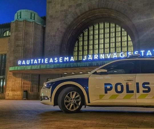 Politsei ajas öösel Helsingis mitmeid kogunemisi laiali