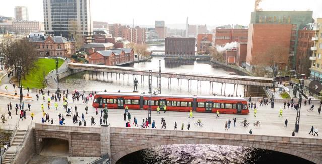 PILTUUDIS: Tampere tramm tegi esimesed testsõidud