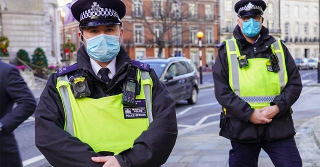 Britid on mutant-koroonaga hädas – kinnisvarabürood ja turud tahetakse kinni panna, keelata igasugune läbikäimine inimeste vahel
