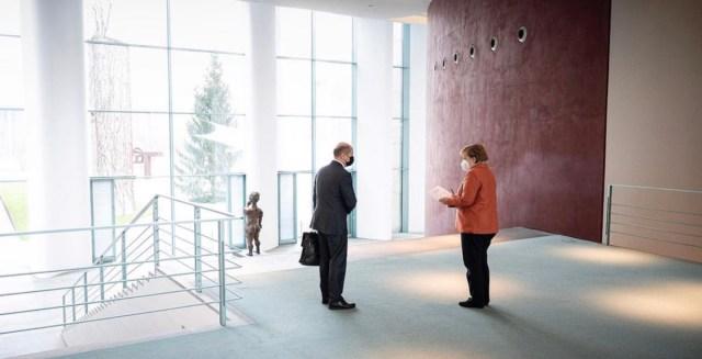 KUUM: Saksamaal valitseb koroonakaos ja Merkel tahab võimu enda kätte koondada