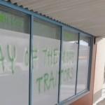 Soome roheliste esinduse aknad soditi ära – sinna joonistati haakrist ja ähvardav sõnum