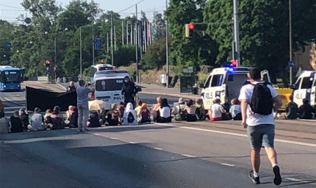 KUUM: Kliimasõdalased kolisid Helsingis tagasi Mannerheimintiele, politsei alustas vahistamistega