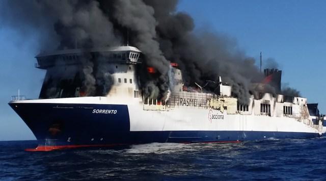 Uus oht laevareiside ajal – isesüttivad elektriautod – terve autotekk võib alla kukkuda