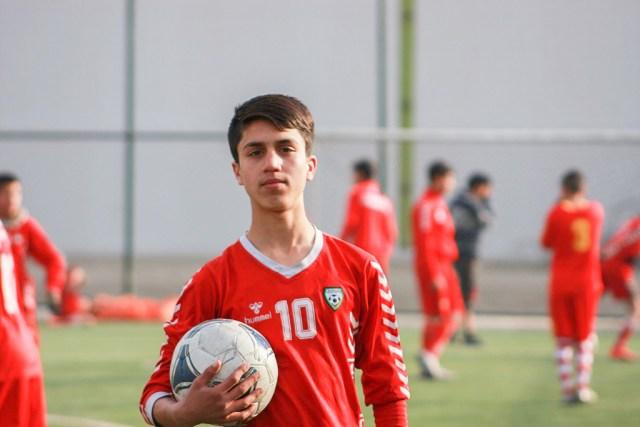 Üks neist, kes Kabulis USA lennuki küljes rippus ja suri oli 19-aastane lootustandev jalgpallur