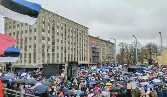 VIDEO: Tallinna on kogunenud tuhanded piirangute-vastased meeleavaldajad