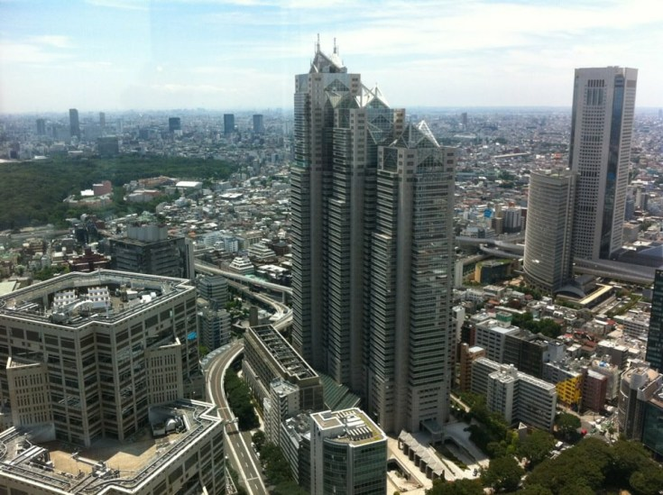 The Shinjuku Park Tower as seen from the Tokyo Municipal Building's North Observatory. Photo by Erwin Glaub