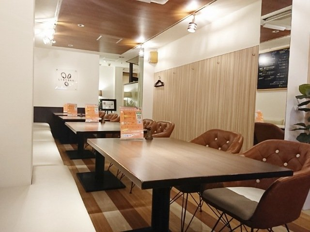 Cafe&Bar Liaison(リエイゾン):1階テーブル・カウンター席