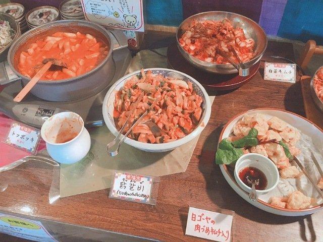 景福宮(キョンボックン)の食べ放題バイキングの料理2