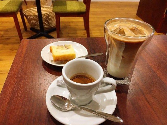 キリグコーヒー:コーヒーとケーキ