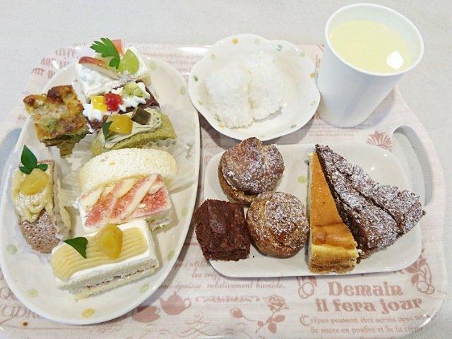 ストローベイルSANKANYA:実際にケーキを食べる1