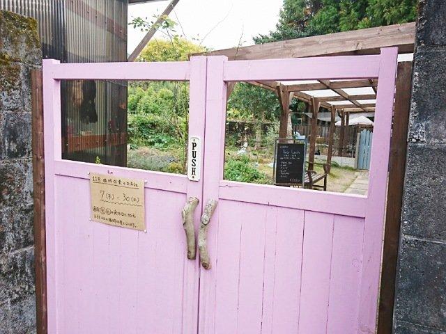 豆柴ドッグカフェmomoca:入り口扉
