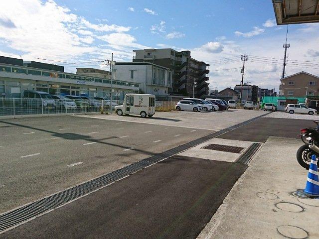 エコイート高知御座店:駐車場