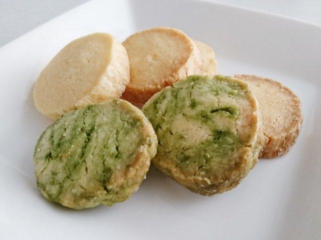 焼菓子屋台roa:クッキーを食べる