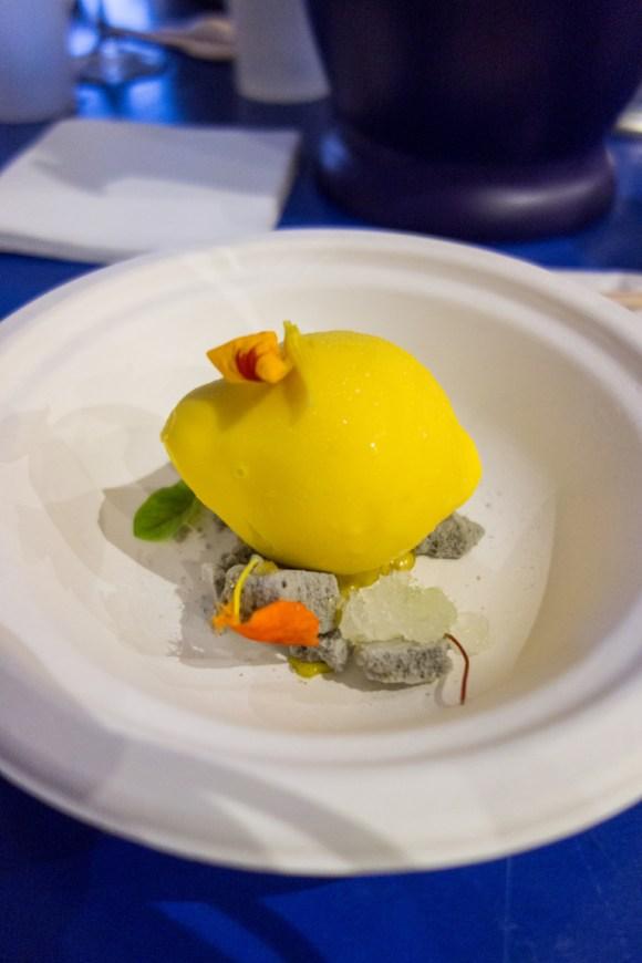 citron au cœur yaourt, granité gin Monkey 47 et meringue citron noir d'Iran