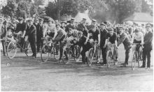 A cycling race about to begin in Epping, early 1900s