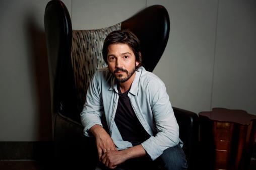 El actor y director mexicano Diego Luna posa para el fotógrafo durante una entrevista con la Agencia EFE,. EFE/Emilio Naranjo