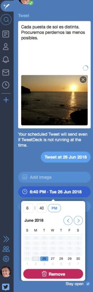 Un recorte de pantalla donde se puede ver la columna de tweet y la opción de programarlo para que se mande un día y una hora