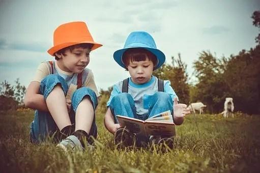 Niños leyendo de forma orgánica (eso creo)