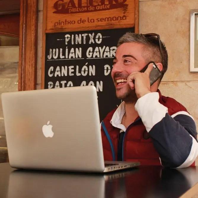 "<a href=""https://www.facebook.com/rocketraveller""target=""_blank"">Roberto Fernández Morer</a>"