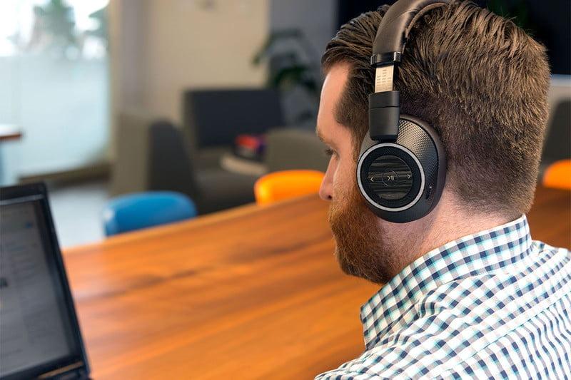 Plantronics BackBeat Pro 2 over-ear versatili che puoi usare anche all'aperto.