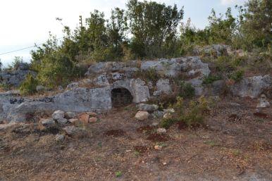 Entrata di tomba a ipogeo nell'area di Nakhle
