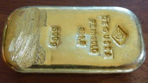 German Teen Finds $25,000 Gold Bar While Swimming in Lake (Photo)
