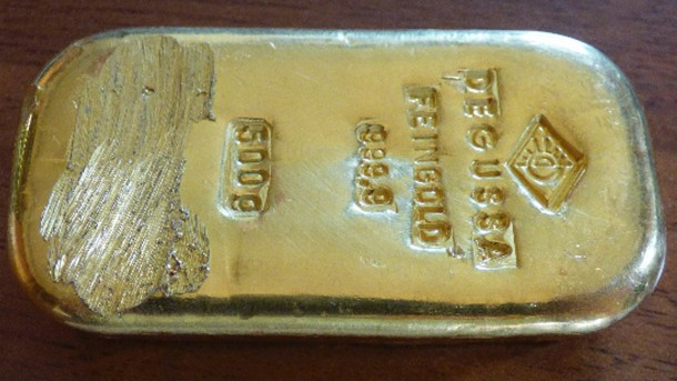 , German Teen Finds $25,000 Gold Bar While Swimming in Lake (Photo), Effiezy - Top Nigerian News & Entertainment Website