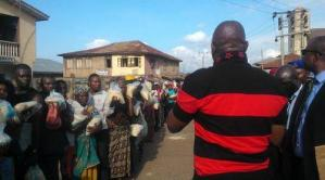 Look at how Governor Fayose is distributing rice to people in Ekiti State (Photos)