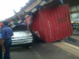 Ojuelegba Trailer Container Fall in Lagos (Update + Video)