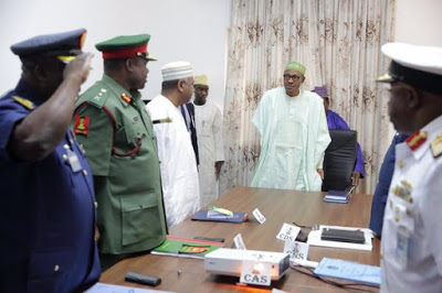 Buhari-with-top-army-staff service chiefs