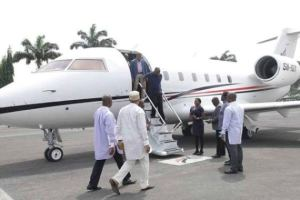 Amaechi flies in a private jet to Rivers state (Photo)