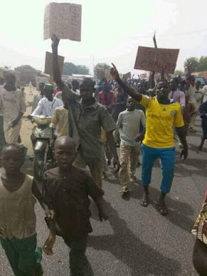 Kano youths burn lawmakers properties5