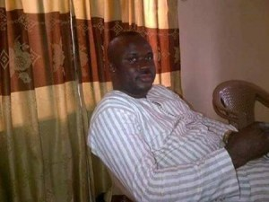 Honest Nigerian man returns N1m overpaid to him by government (Photos)