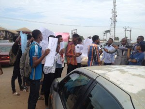 UNIBEN students go on protest after their colleague died at UBTH