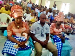 Twin sisters who married the same man dedicate their kids on the same day in church (Photos)