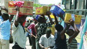 5 Reasons you should never patronise Lagos traffic hawkers