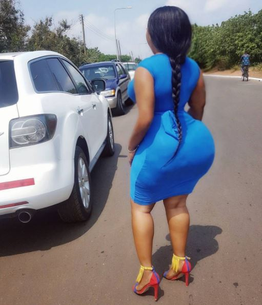 Ghanaian slay Queen bullies Nigerian ladies with her round backside (Photos)