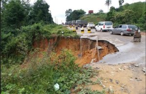 Commuters stranded as major road linking Cross River, other parts of Nigeria cuts off [PHOTO]