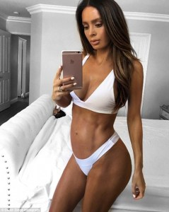 Hot Sauce! Fitness Model Goes Completely N*ked as She Flaunts Her 8-months Baby Bump (Photos)