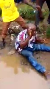 Man who attempted to beat a thief falls inside gutter (Pic, Video)