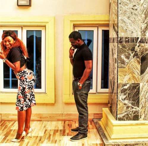 , Nollywood actress,Yvonne Jegede's backside checked out by her boo in playful photos, Effiezy - Top Nigerian News & Entertainment Website