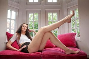 Meet The Model With The Longest Legs In The World As She Scoops 2 Guinness World Records (Photos)