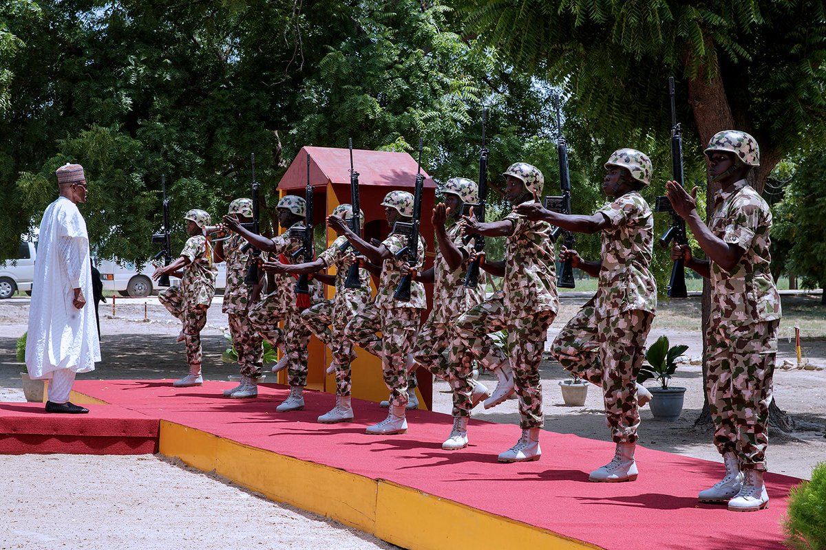 , President Buhari visits Nigerian army troops in Borno (Photo), Effiezy - Top Nigerian News & Entertainment Website