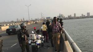 , Man jumps into Lagos lagoon, Effiezy - Top Nigerian News & Entertainment Website