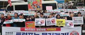 Thousands of South Koreans protest against Donald Trump (Photos)